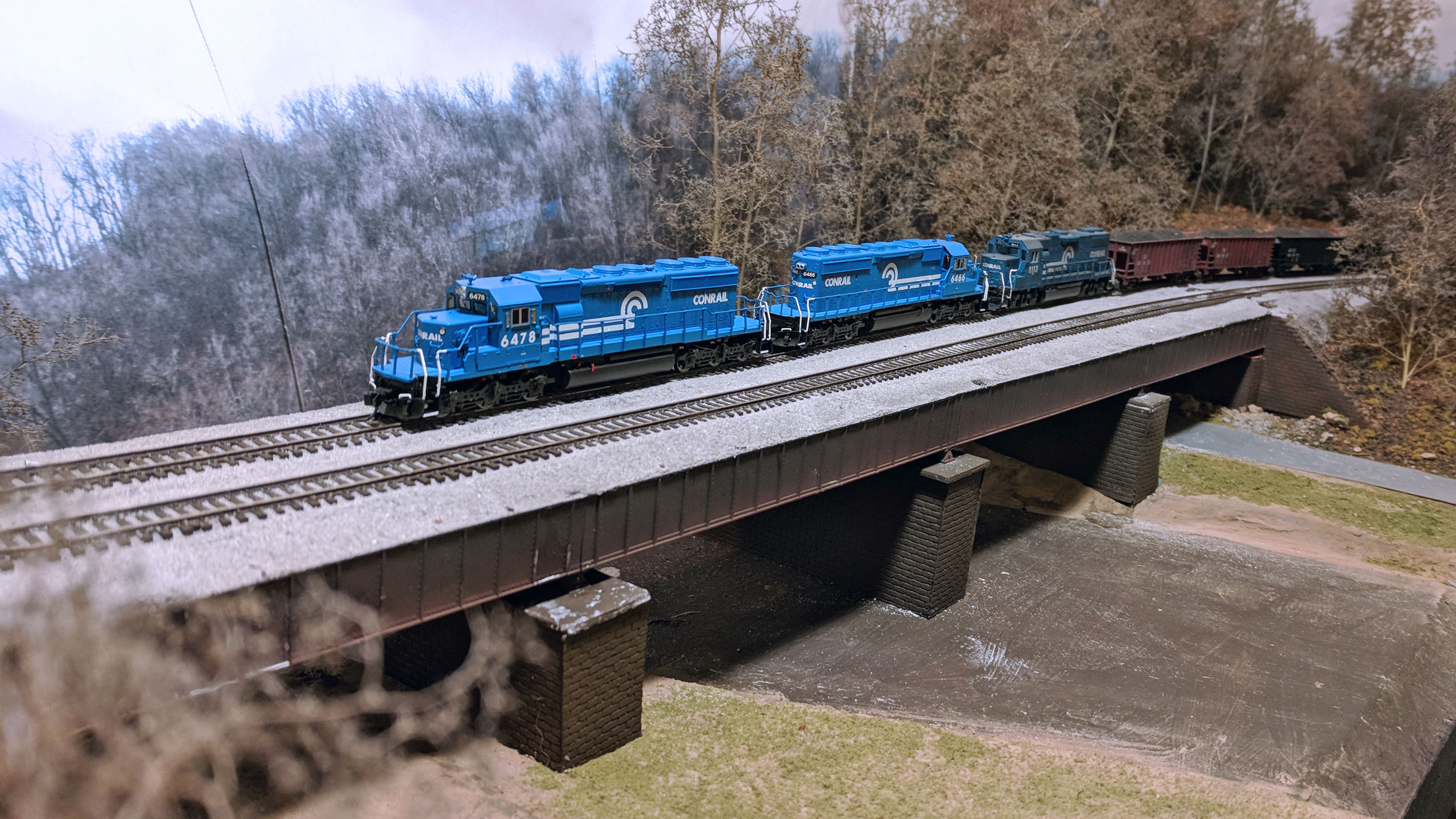 SD40-2s-on-Bridge-Higher